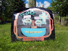 God Smile (Robert Saucier) Tags: sky usa streetart smile grass graffiti god michigan tag detroit ciel sourire herbe heidelbergproject gazon tatsunis dtroit tyreeguiton sdc10307