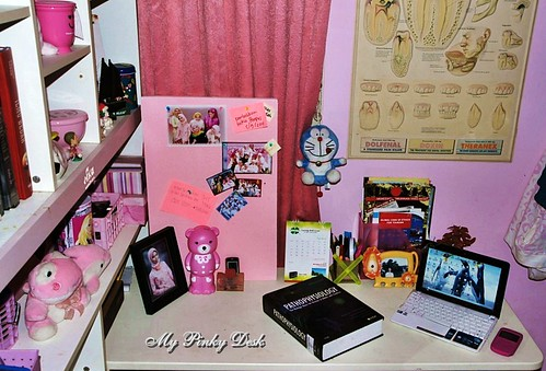 pinky desk