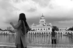 Gurudwara Bangla Sahib, @ New Delhi (view from the Sarovar) (Federico Belcredi ) Tags: roof india temple golden pond holy sikh sahib gurudwara bangla sarovar sriharkishensahib