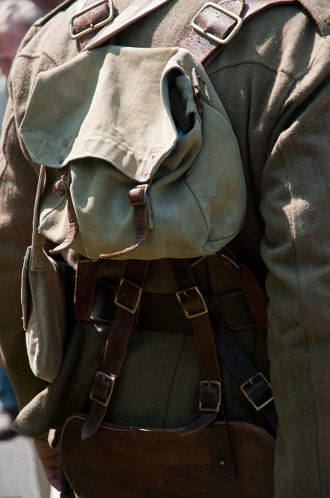 110601 444 WFA Flandern, Poperinge, British Infantry uniforms 1914 and 1916