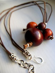 Tania Cavenecia Torres tagua beads jewelry making contest sep 2011 (3)
