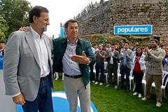 El presidente del Partido Popular, Mariano Rajoy, clausura un acto del PP en el Castillo de de Soutomaior acompaado por Alberto Nez Feijo (Partido Popular) Tags: espaa galicia alberto mariano rajoy soutomaior populares pp nez partidopopular popularparty feijo spanishpolitic spanishpolitical spainpp spanishpp