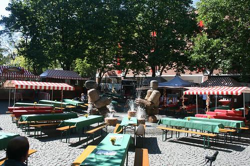Brunnen Das steinerne Paar am Rotkreuzplatz München