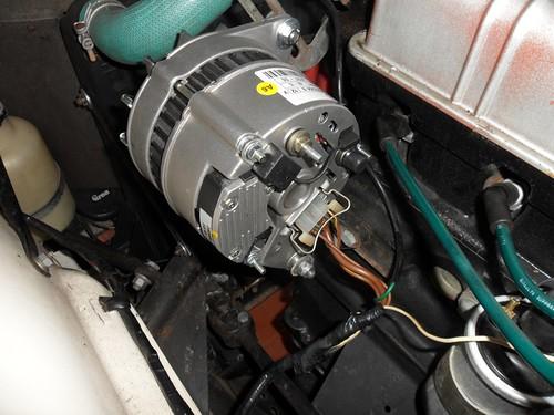 L'alternatore Magneti Marelli montato sulla TR6