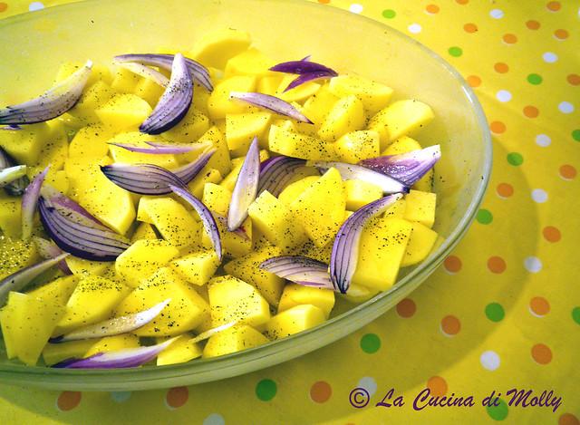 patate al forno e cipolla rossa;