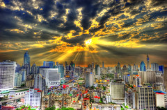 [Free Image] Architecture / Building, City / Town / Village, Sunset, Cloud, Thailand, Sunlight / Crepuscular Rays, HDR, 201109120100