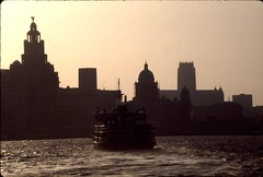 Ferry, River Mersey 1980s (Frank Downes) Tags: sunset river atmosphere slides ektachrome mersey kodakektachrome klight
