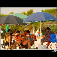 Beach Home (Osvaldo_Zoom) Tags: sea summer people playing beach nikon card calabria itay debate d80 condofurimarina