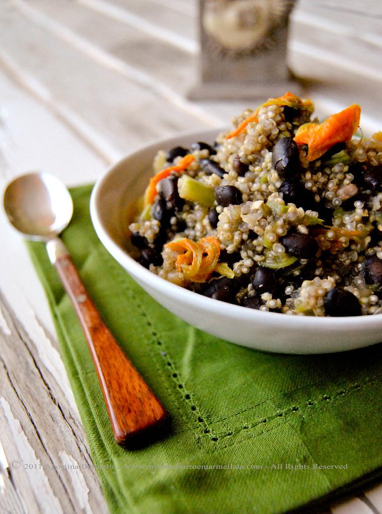 quinoa, fagioli neri e fiori di zucca