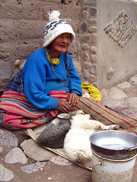 Quechua woman outside Ollantaytambo