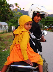 Family transport (-DeFinitive-) Tags: canon indonesia rebel asia papua kaimana 1755 definitive 1755mm 550d efs1755 canonefs1755mmf28is canonefs1755mmf28isusm t2i efs1755f28is canoneos550d eos550d depinitibo