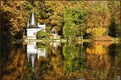 Haus am See / The Lake House (Explore) (Bert Kaufmann) Tags: autumn lake reflection fall water weather reflections germany deutschland see meer herbst herfst sunny autumncolours autumncolors clear explore allemagne hdr lakehouse herfstkleuren duitsland indiansummer autumncolor weerspiegeling reflectie dalheim herbstfarben autumncolour autumne herfstkleur weerschijn explored hausamsee raky herbstfarbe rakyweiher rdgen dalheimrdgen