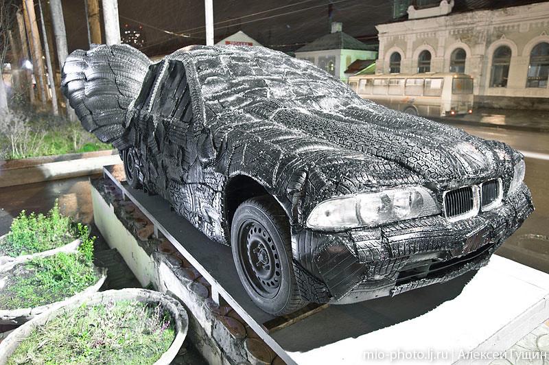 BMW из автопокрышек