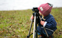 Taking pictures (krissen) Tags: ellen fotograf photographer child tripod daughter fotografering takingpicture trefot farval fotosondag fs111106