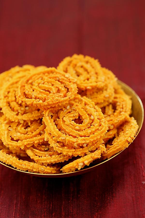 Baked Chakli/ Gluten-free Rice Flour Spirals With Sesame Seeds