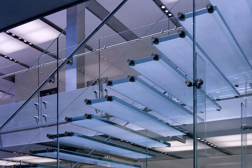 escalera de cristal apple store