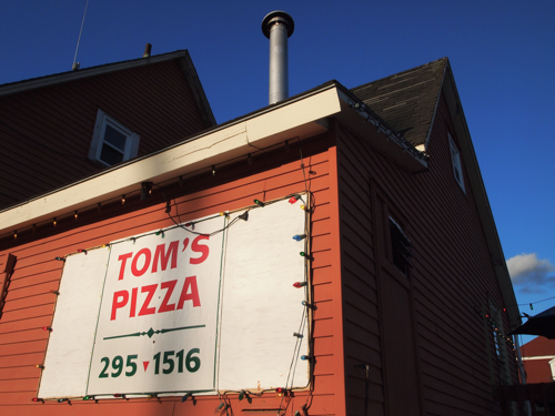 tom's pizza
