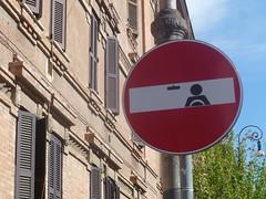 divieto di guida (terevinci) Tags: street italy rome roma car sign driving artista segnale divieto segnalestradale cletabraham