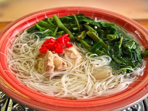 IMG_1443 Beehoon soup with chicken and kangkung , 蕹菜鸡肉米粉汤