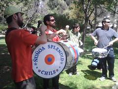 En Pza Ñuñoa ensayando para el Carnaval de Todos Los Barrios by manuel guerrero