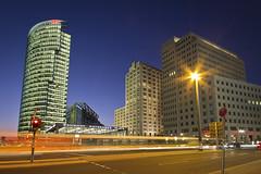 Busspur (Hans-Jörg Aleff) Tags: berlin nacht himmel bahnhof potsdamerplatz sonycenter ritzcarlton festivaloflights lichter beisheimcenter p5 blauestunde bahntower marriothotel strase lichtspuren