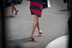 2238tw (Chico Ser Tao) Tags: street woman sexy walking highheels legs mulher pernas rua caminhada voyer saltoalto voyerismo