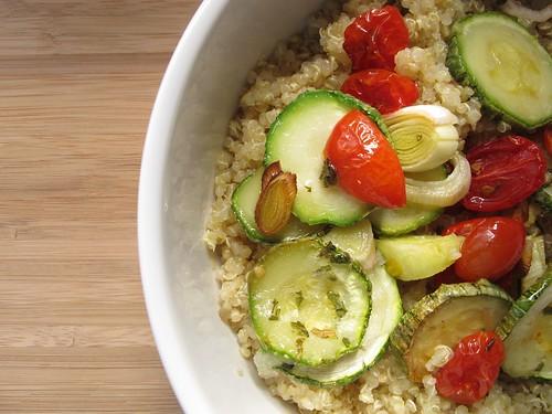 Quinoa com legumes assados