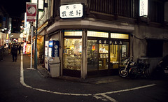 Tokyo Nights (Alberto Sen (www.albertosen.es)) Tags: street japan shop night tokyo noche calle nikon tienda alberto japon sen tokio 2011 d300s albertorg albertosen
