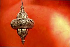 R E D (michael_hamburg69) Tags: city light food lamp germany deutschland licht essen hamburg hauptbahnhof oriental manju imbiss hansestadt wandelhalle indisch