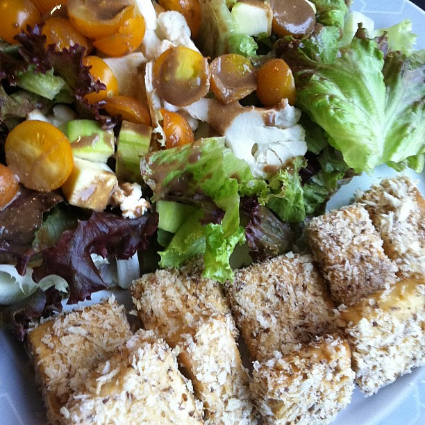 Tofu Fun Nuggets & salad with balsamic