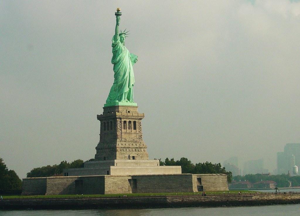 Statue of Liberty / Ellis Island / Manhattan Island - 3 Steps to America