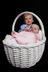 Lucas y Judit (66º EXPLORE - 17-11-2011) (Jose Casielles) Tags: retrato estudio hermanos yecla bebés fotografíasjcasielles