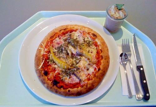 Salami-Schinken-Peperoni-Pizza