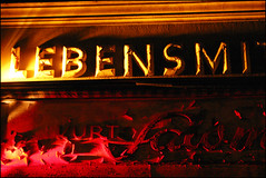 Lebensmittel (Prinz Wilbert) Tags: magdeburg sachsenanhalt deutschland germany fotogruppe fotogruppemagdeburg nachts nacht night nite illumination ostdeutschland saxonyanhalt norddeutschland nordostdeutschland europa europe ostfalen ostfalia meideborg магдебург nuit notte ночь eastgermany northgermany ostdeutsch norddeutsch prinzwilbert flickr