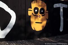 Waiting for Godot I (Miriam Daepp) Tags: barcelona city urban london reflections germany switzerland losangeles citylife streetphotography istanbul lausanne venicebeach bern duesseldorf cityscenes gehryhouse gehryarchitecht