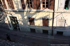 Street scene (Miriam Daepp) Tags: barcelona city urban london reflections germany switzerland losangeles citylife streetphotography istanbul lausanne venicebeach bern duesseldorf cityscenes gehryhouse gehryarchitecht
