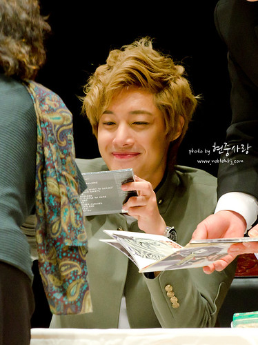 Kim Hyun Joong Fan Sign at Incheon [111021]