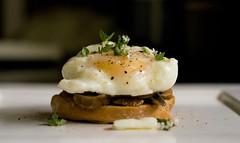 Bruschetta (Chowan) Tags: 50mm minolta sony comida a200 huevo hongos cs4 trufas poche wbf cocona