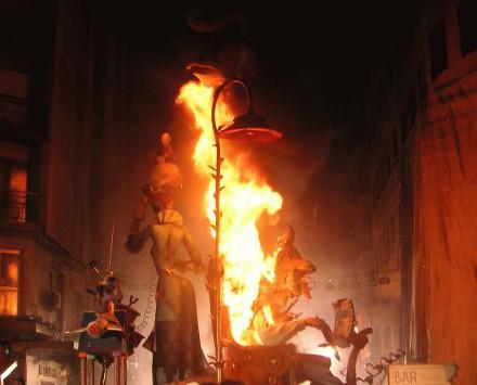 「ファジャス」バレンシア火祭りツアー