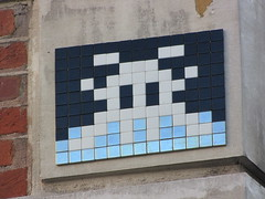 Space Invader PA_1004 (deleted) (tofz4u) Tags: white streetart black paris silver tile noir mosaic spaceinvader spaceinvaders deleted invader blanc mosaïque artderue 75008 argenté desactivated pa1004