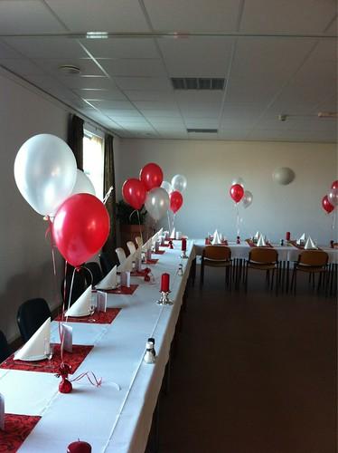 Tafeldecoratie 3ballonnen Rood Wit Dorpshuis Hekelingen