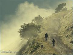 Sar dura!..................       (Nebbia a Castelluccio) (leon.calmo) Tags: canon nebbia umbria salita castelluccio eos50d impervia leoncalmo
