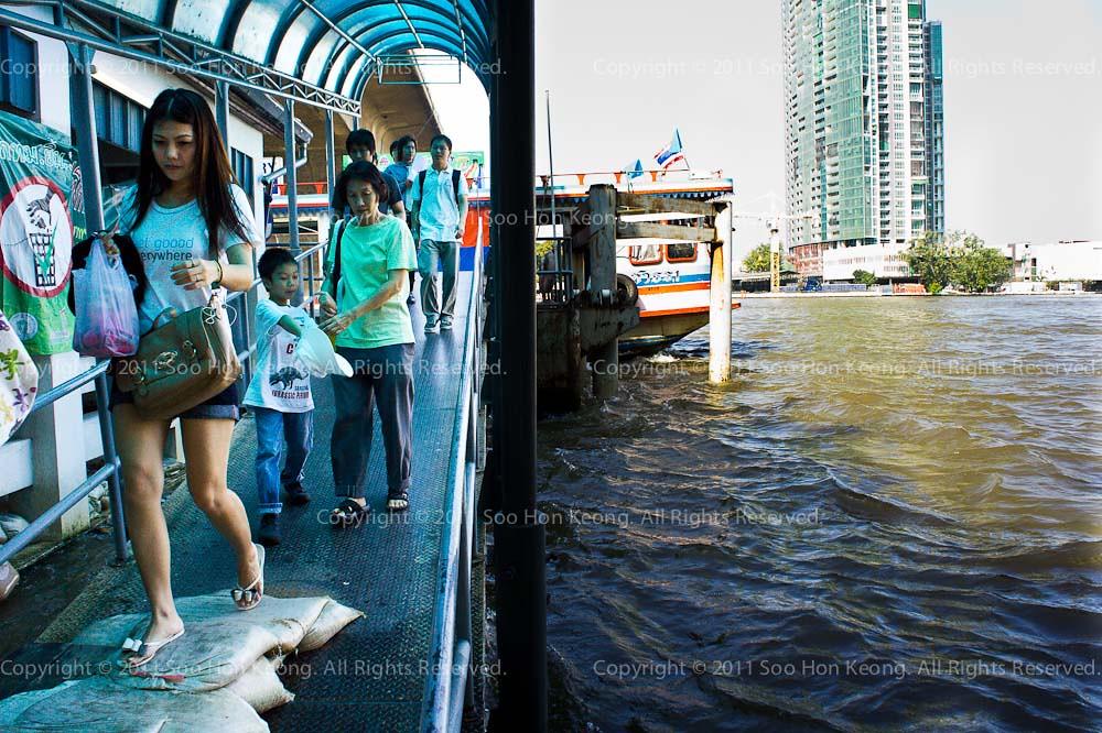 Bangkok Flood @ Saphan Taksin, Bangkok, Thailand