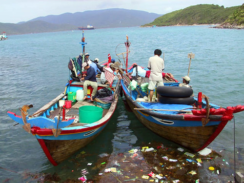 Small-scale fisheries, Vietnam, photo by Jamie Oliver, 2002