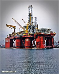 MONSTRUOS DEL MAR (Monic2014) Tags: azul muelle mar oxido cables cabos plataforma hierros