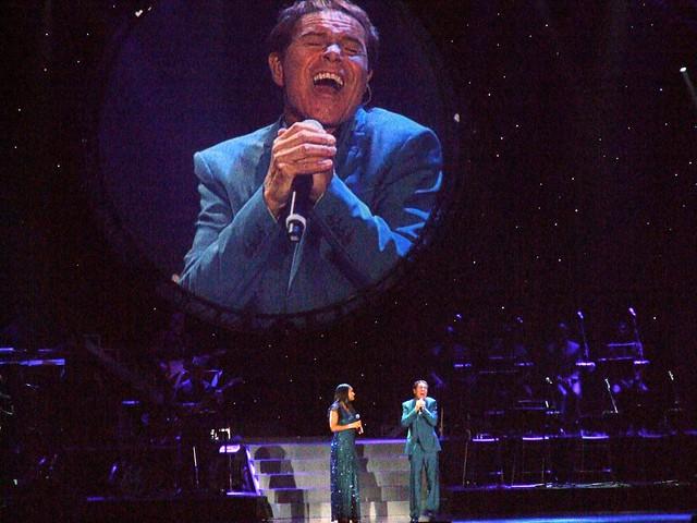 Cliff Richard Soulaciouse tour 2011 10 28 Liverpool Echo Arena