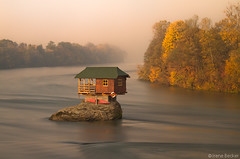 House on the Drina River / Kućica na steni / Stenčica (Irene Becker) Tags: morning autumn cliff fog sunrise serbia balkan srbija srb 2011 jesen zlatibor taramountain srpskoselo bajinabasta canon7d serbianhouse bajinabašta bestcapturesaoi zapadnasrbija westserbia irenebecker nacionalniparktara kanjondrine irenebeckerorg taranationalpark imagesofserbia бајинабашта taranacionalnipark drinariverisland houseondrinariverisland kućicanasteni landscapesofserbia serbianlandscapes