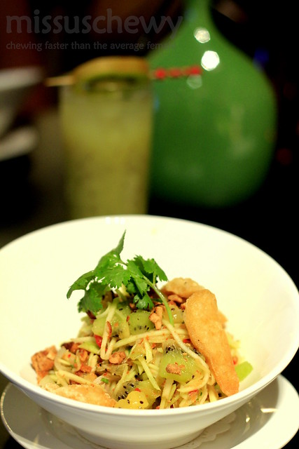 Salad of Kiwi with green mango + crispy fish
