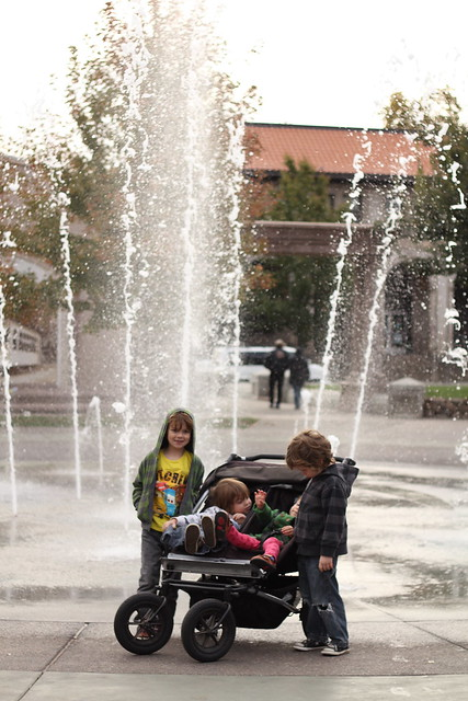 kids in front of the fountain