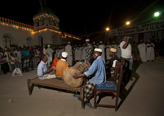 Maulidi - Lamu Kenya (Eric Lafforgue) Tags: africa island kenya culture unescoworldheritagesite afrika tradition lamu swahili afrique eastafrica qunia lafforgue  qunia    kea   tradingroute a 124498
